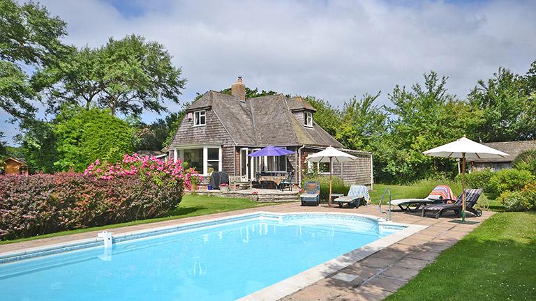 Normandy-Garth-swimming-pool