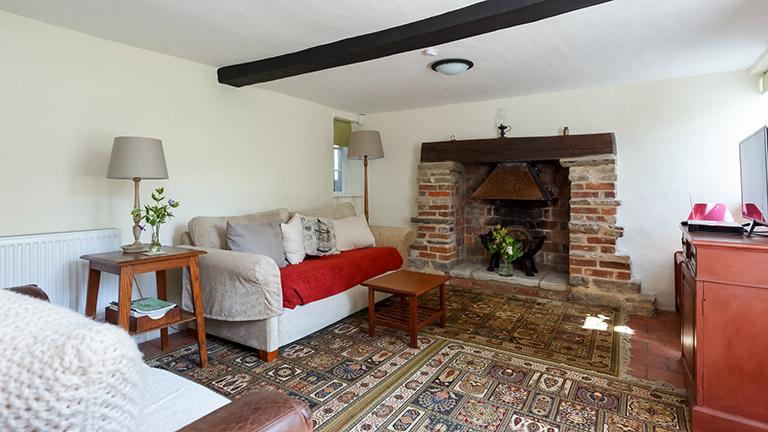 forest-cottage-living-room