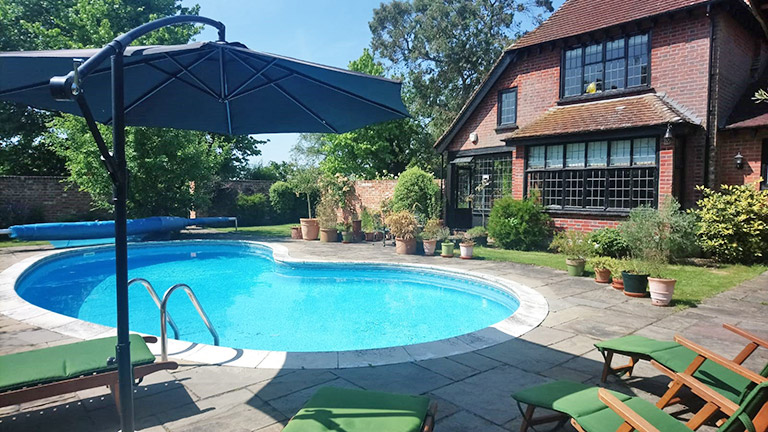 pound-house-swimming-pool